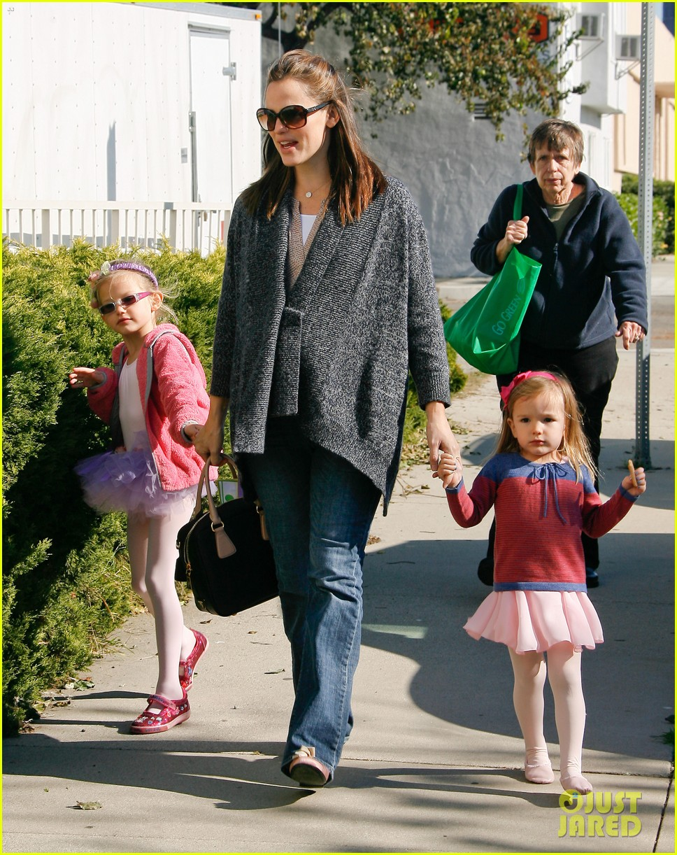 jennifer garner leaves ballet class with the girls 222606346