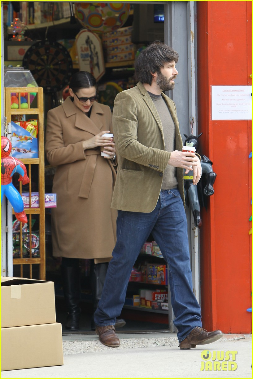 jennifer garner ben affleck toy store 05