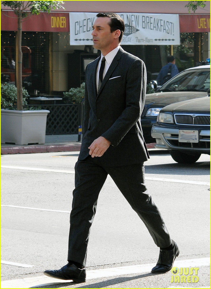 Hamm suits up for mad men photo 2605360 jon hamm pictures just