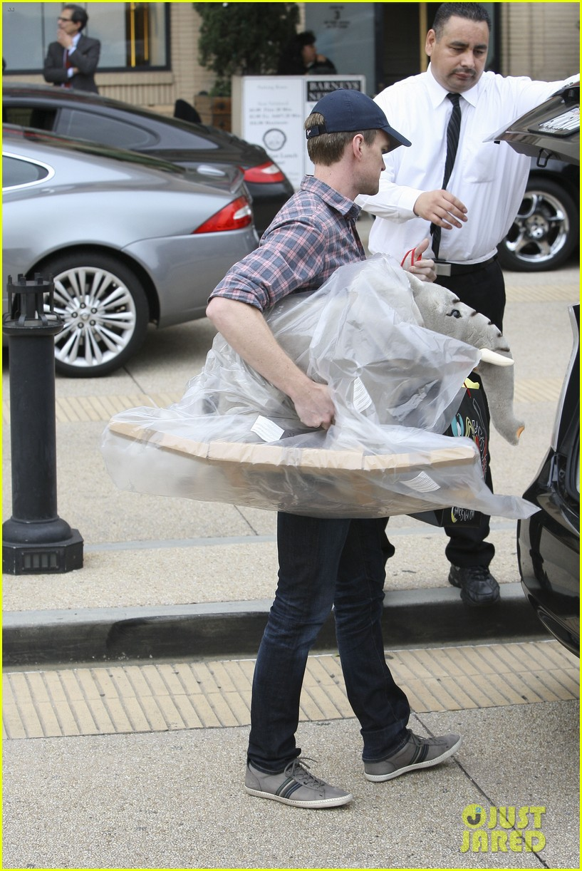 neil patrick harris christmas shopping in beverly hills 092611326