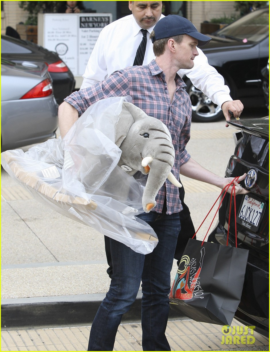 neil patrick harris christmas shopping in beverly hills 10