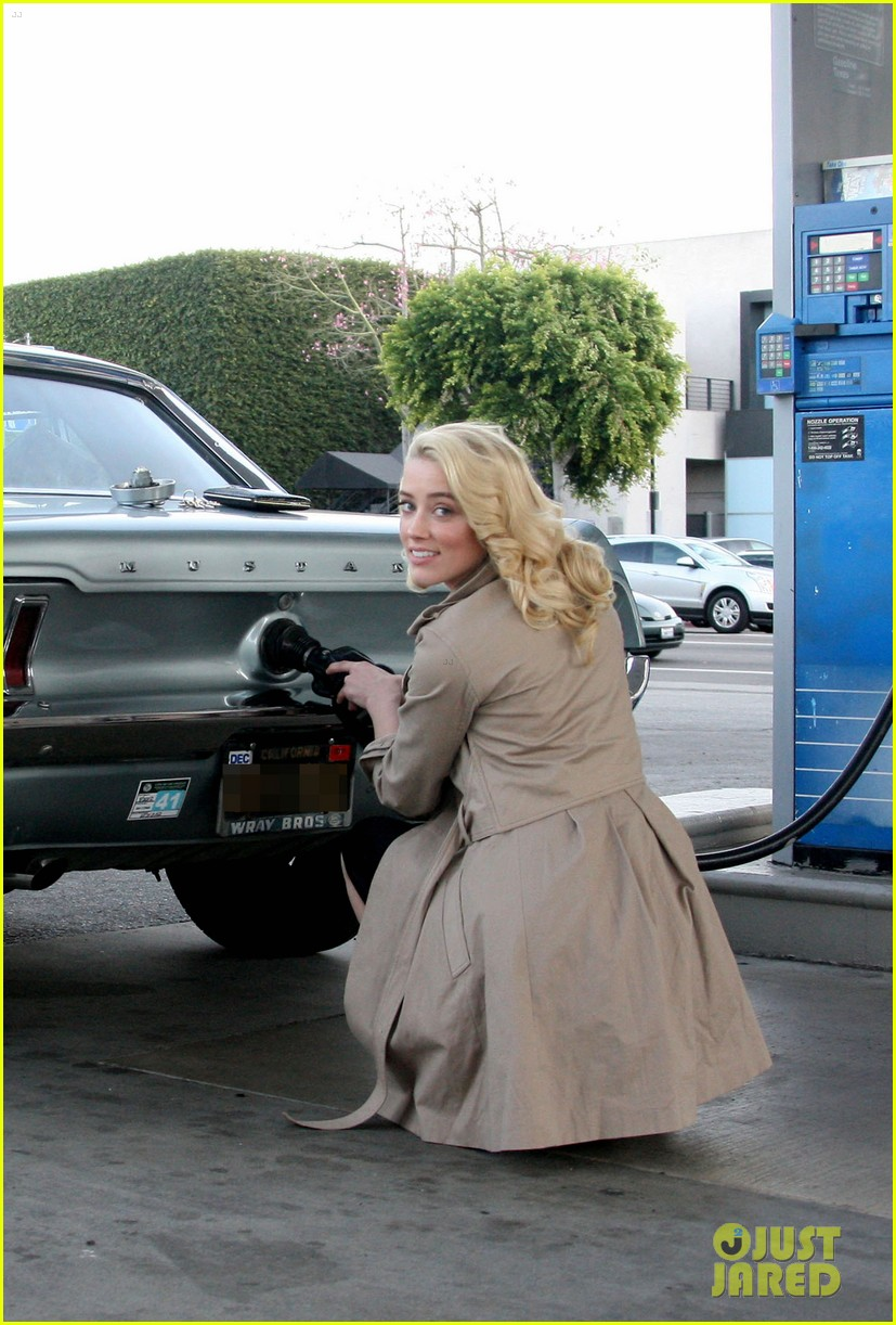 amber heard gas station 01