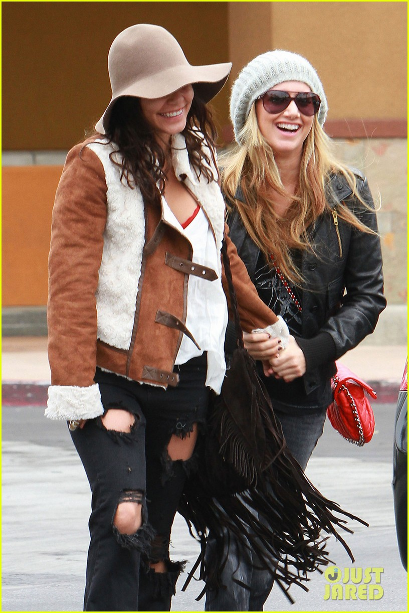 vanessa hudgens ashley tisdale giggle gals 04