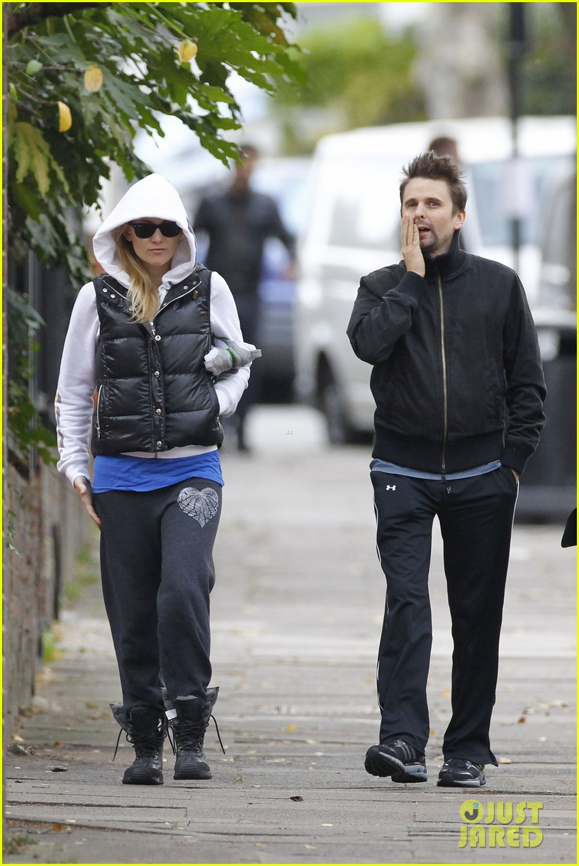 kate hudson matt bellamy bundled london 042605350