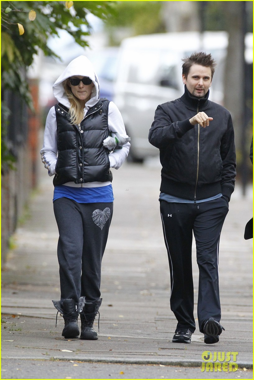kate hudson matt bellamy bundled london 102605356