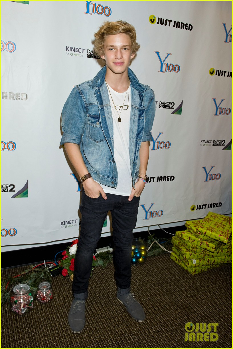 y100 jingle ball gift bag 02