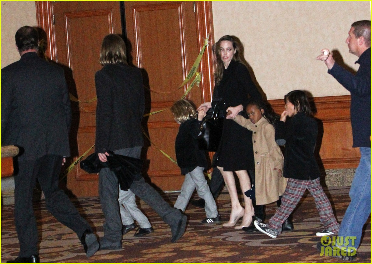 angelina jolie brad pitt cirque du soleil with the kids 01
