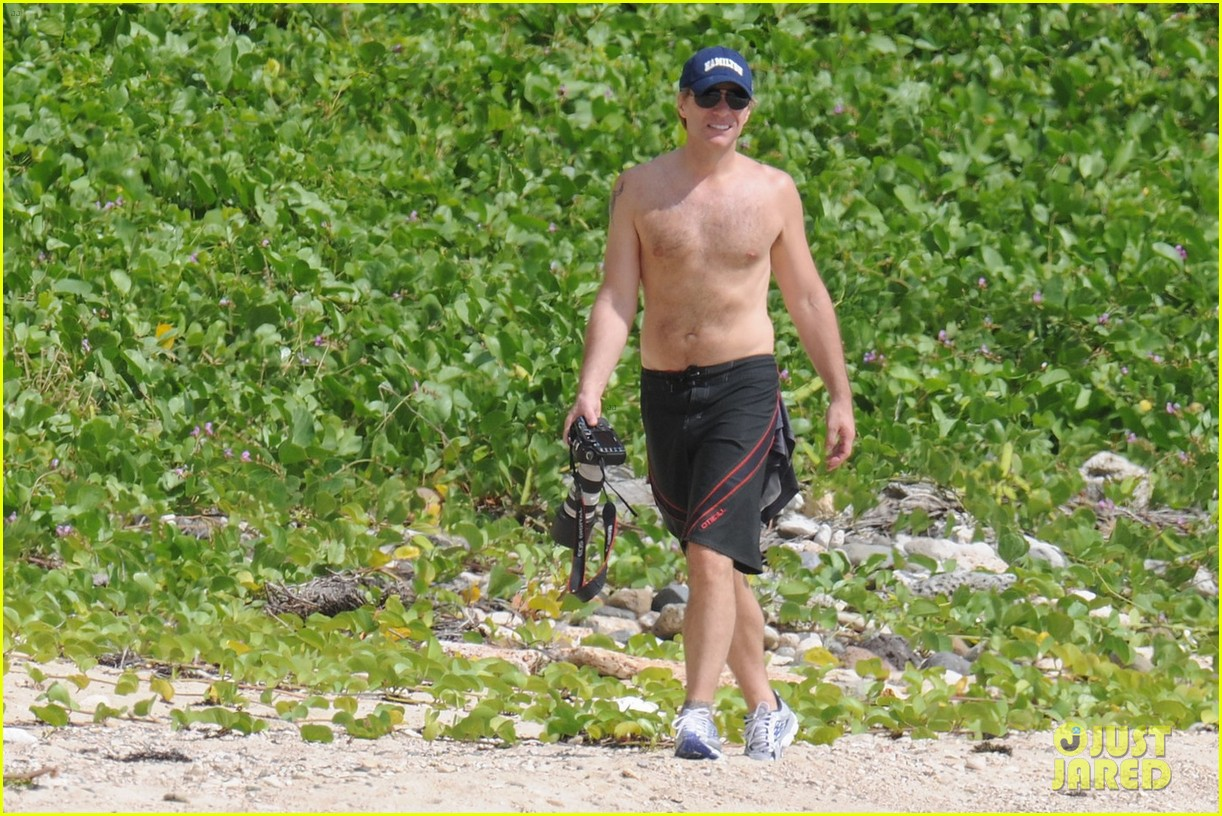 jon bon jovi shirtless 022612245