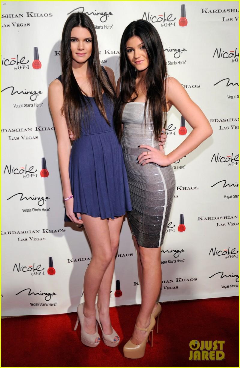the kardashian family celebrate kardashian khaos opening 05