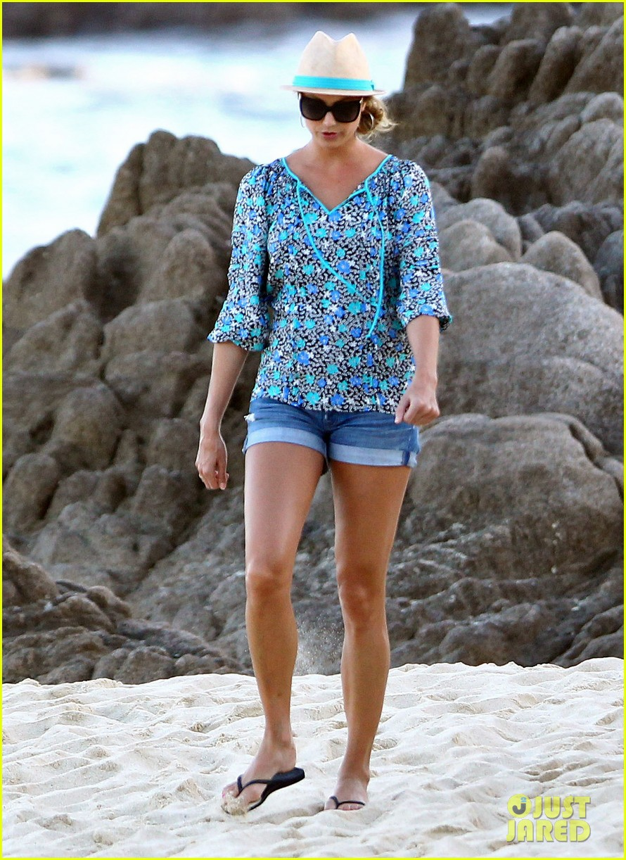 stacy keibler cindy crawford beach stroll 03