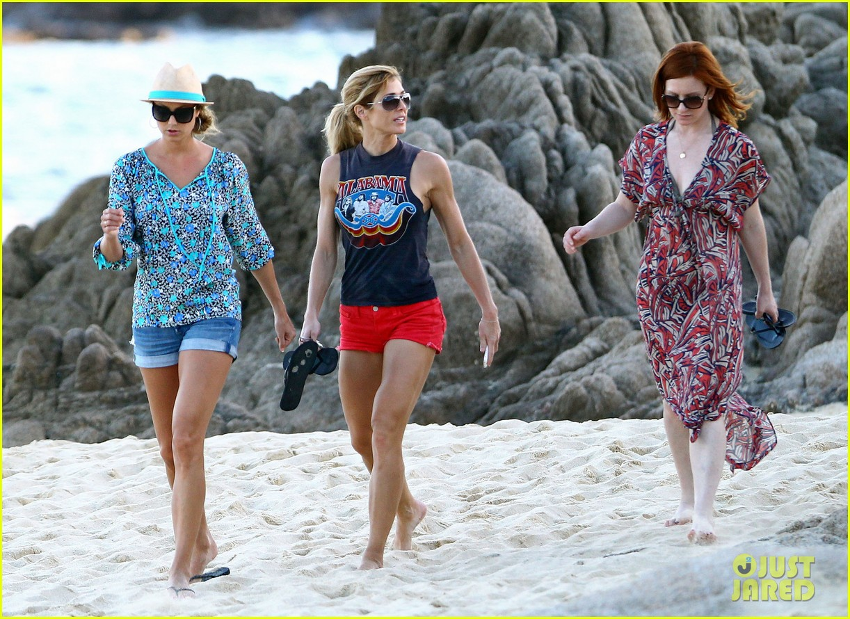 stacy keibler cindy crawford beach stroll 05