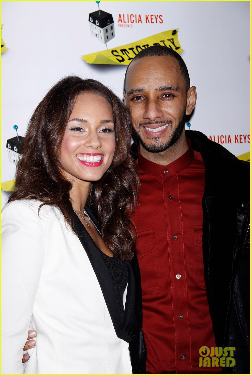 alicia keys swizz beatz stick fly red carpet 05