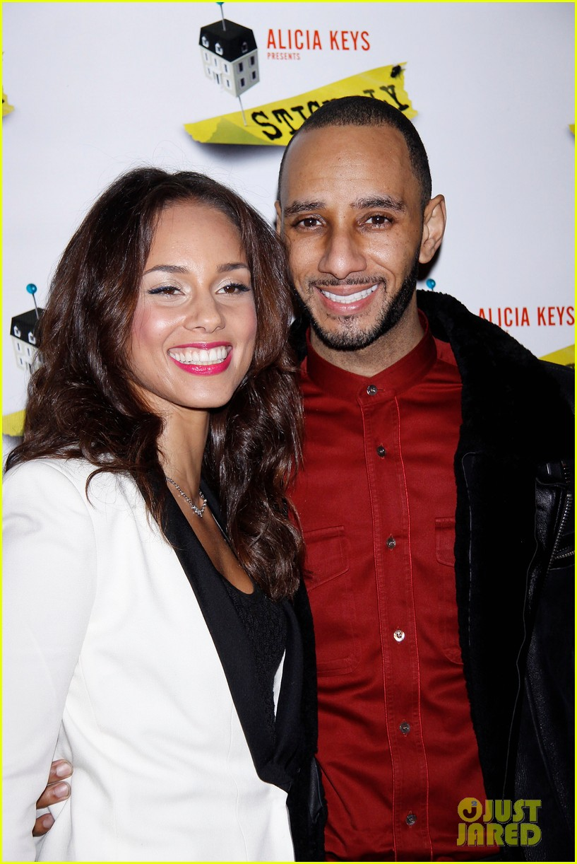 alicia keys swizz beatz stick fly red carpet 082608493