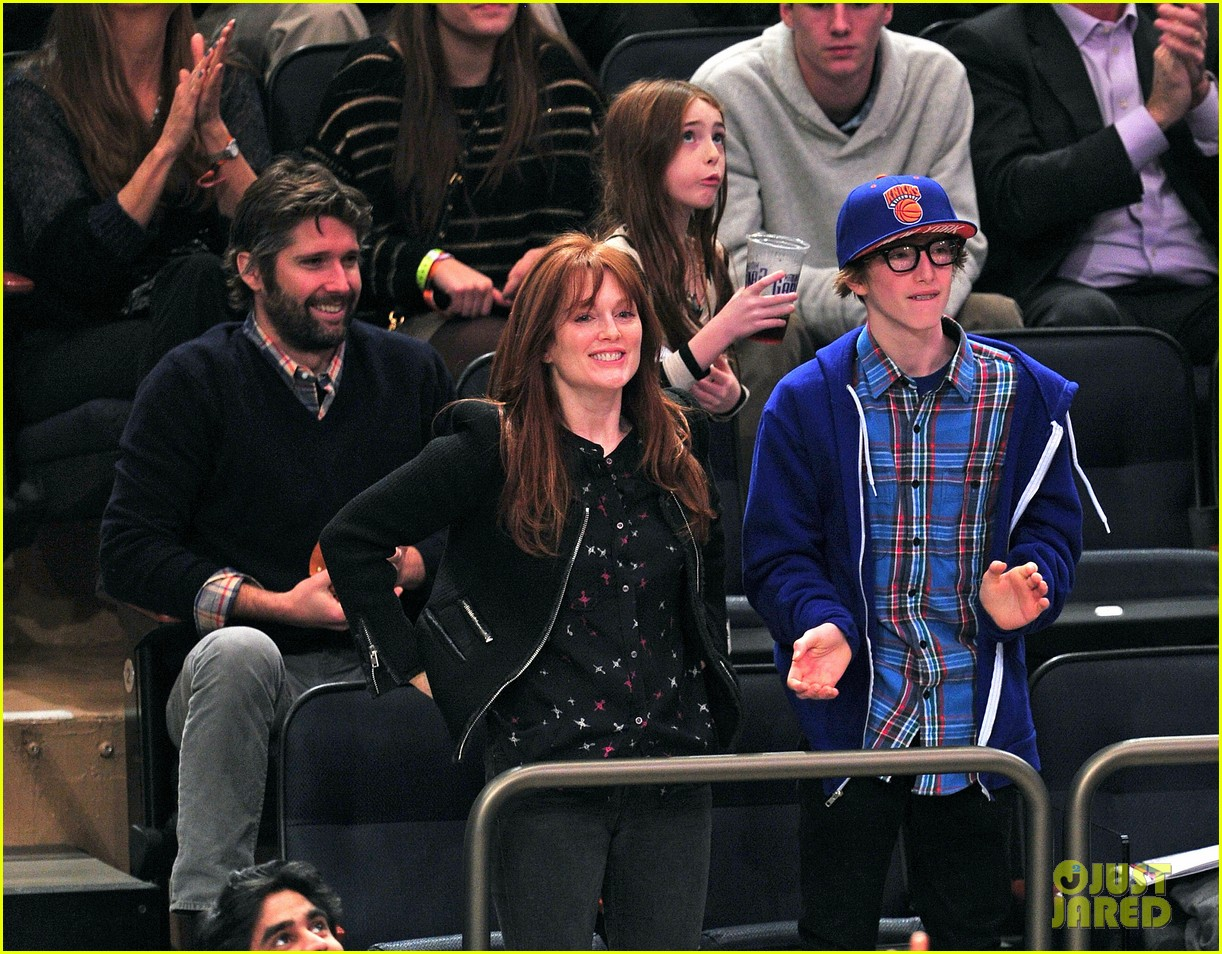alicia keys julianne moore knicks game 05