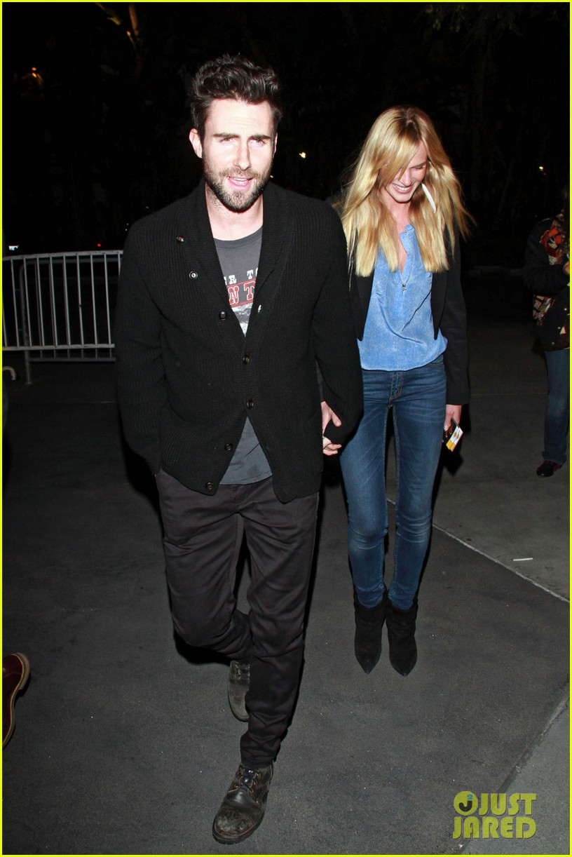 adam levine anne v lakers lovers 01