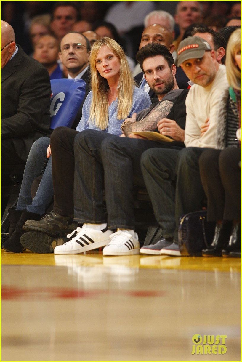 adam levine anne v lakers lovers 03