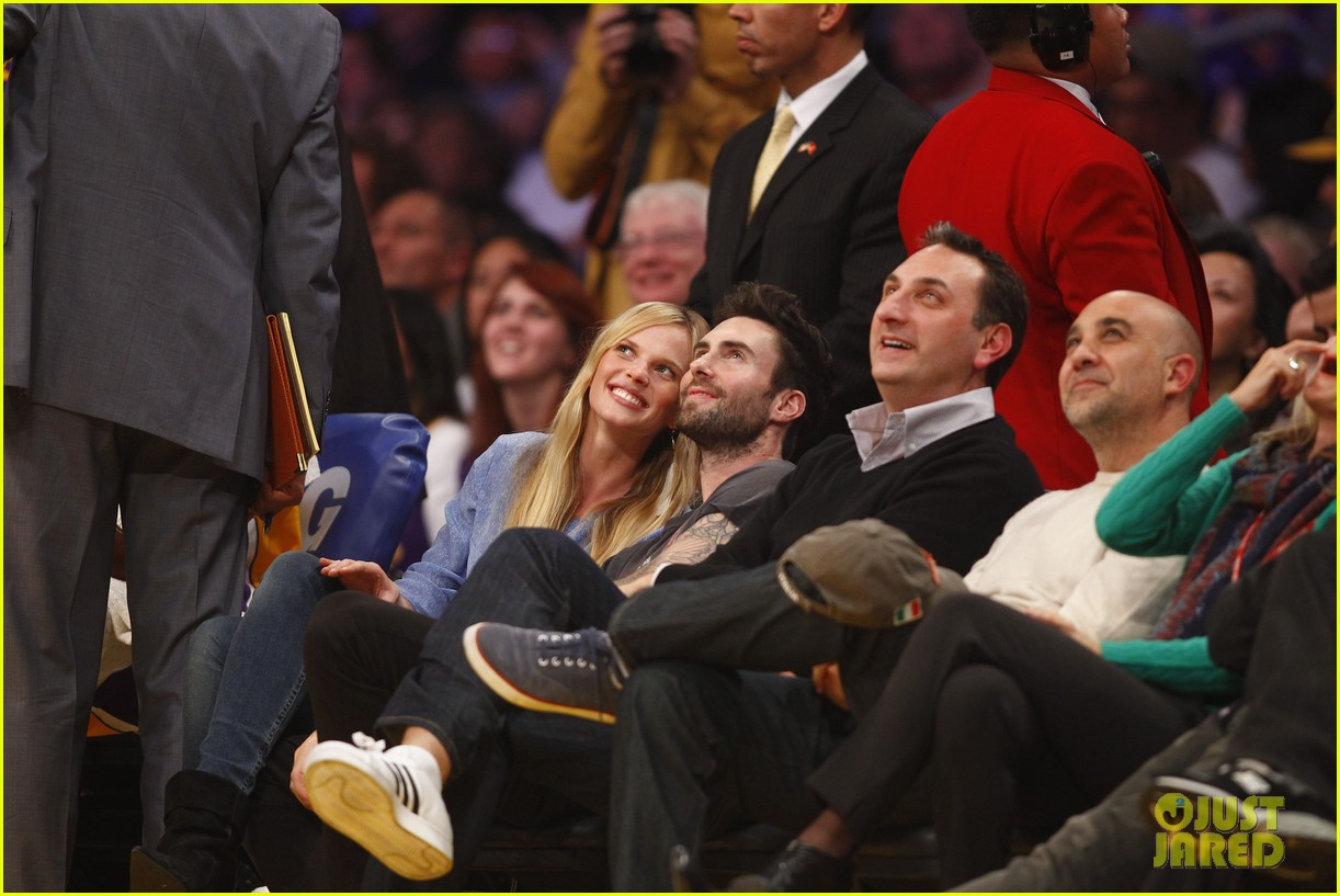 adam levine anne v lakers lovers 07