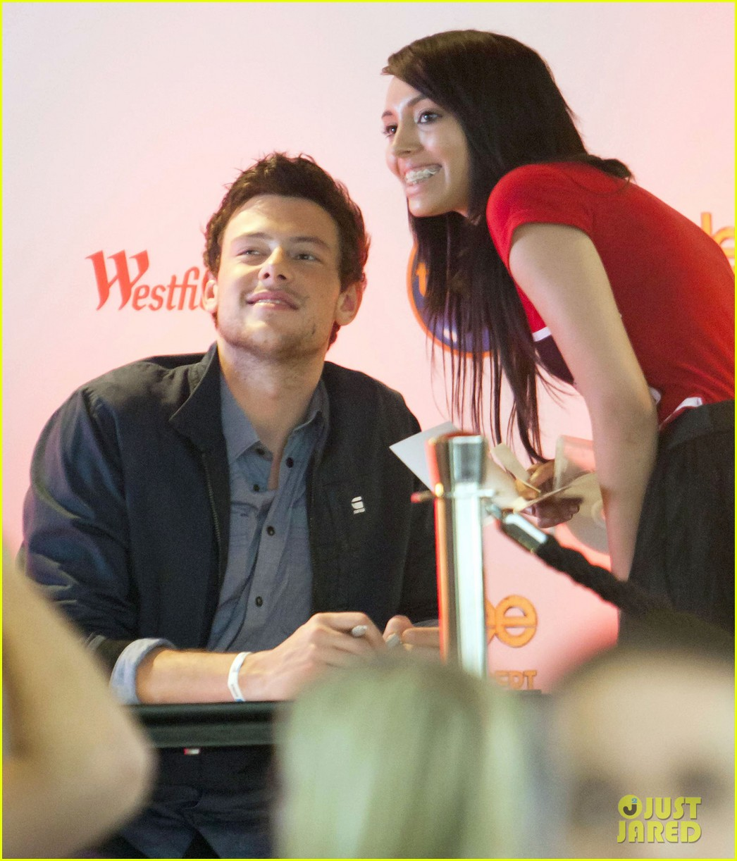 cory monteith signs glee 05