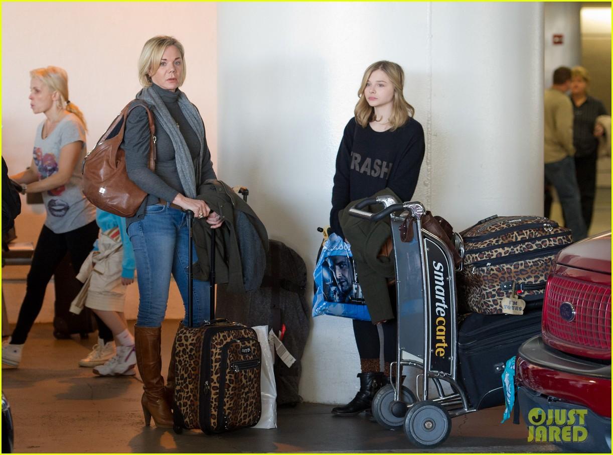 chloe moretz airport girl 02