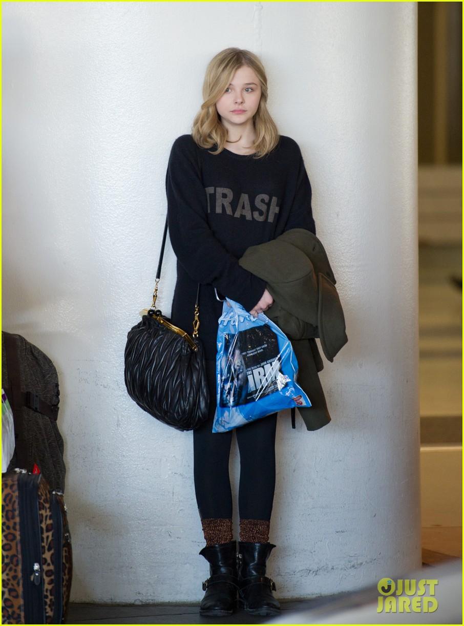 chloe moretz airport girl 03