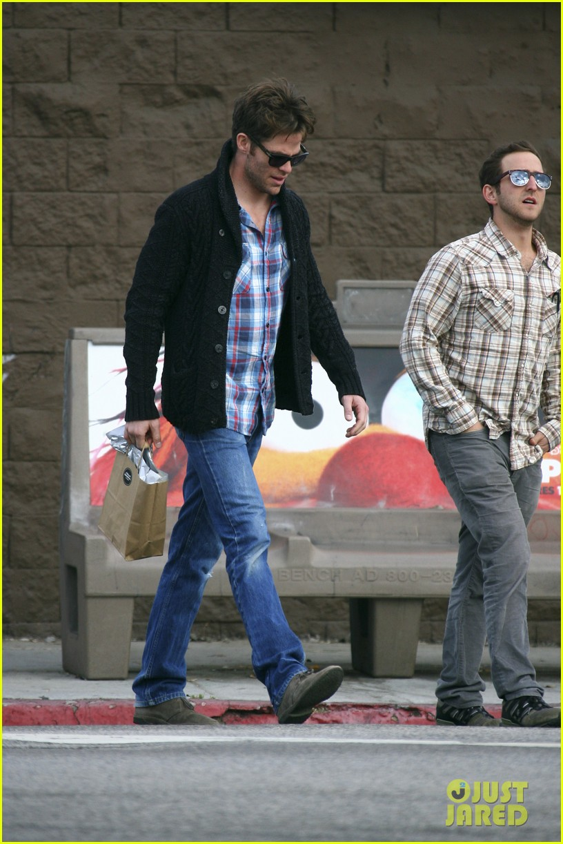 chris pine out about la 042609374