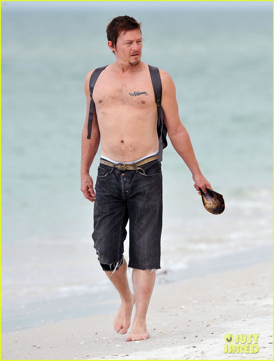 walking dead norman reedus shirtless 012610777