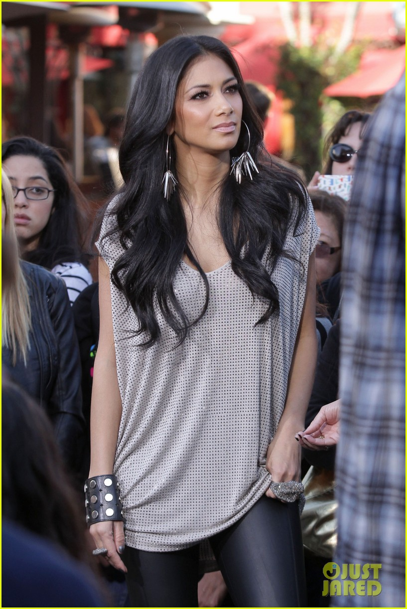 nicole scherzinger extra the grove 01