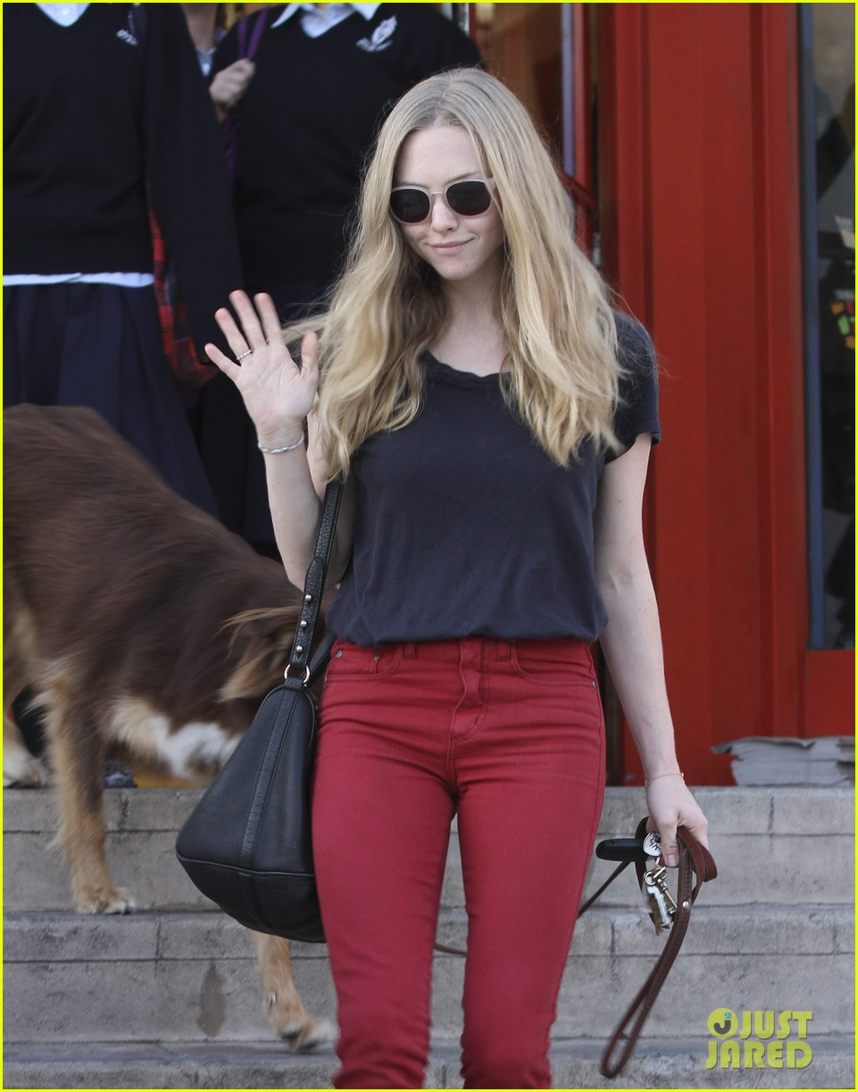 amanda seyfried art supplies shopping stop 11