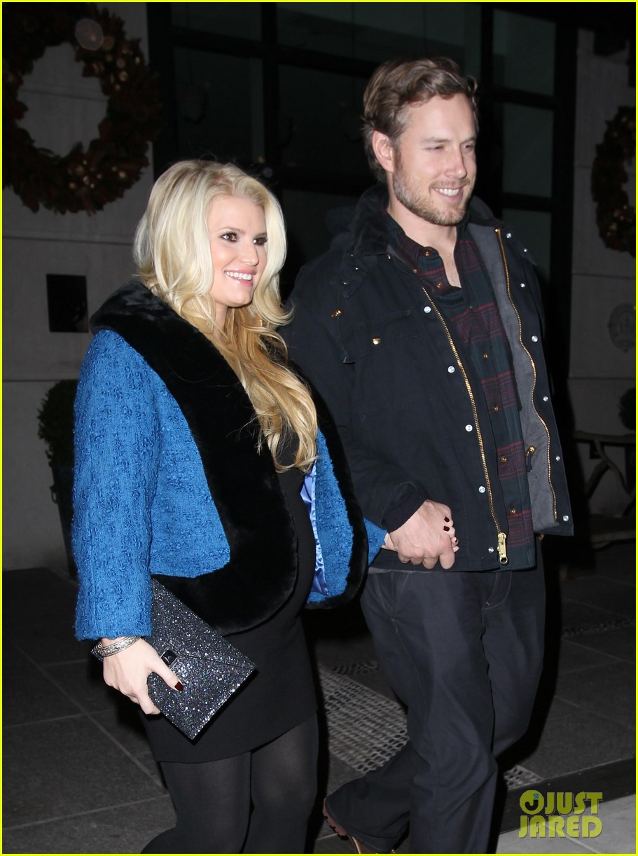 pregnant jessica simpson eric johnson out nyc 01