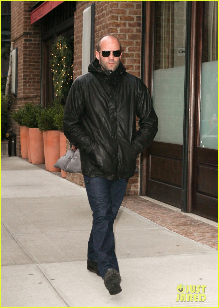 jason statham back hotel 04