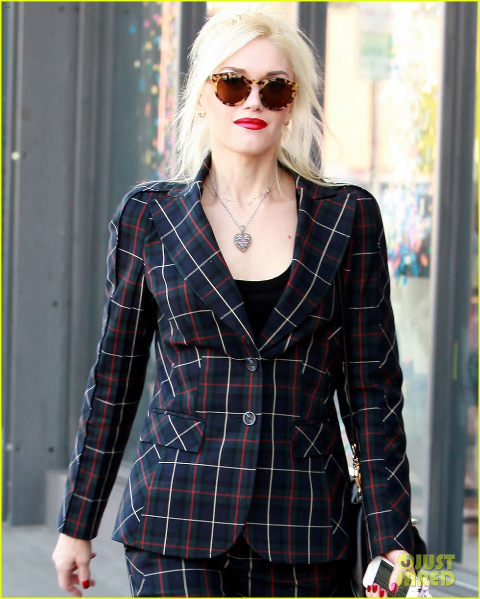 gwen stefani plaid lady in west hollywood 102611693