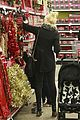 gwen stefani christmas shopping kingston zuma 07