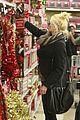 gwen stefani christmas shopping kingston zuma 23
