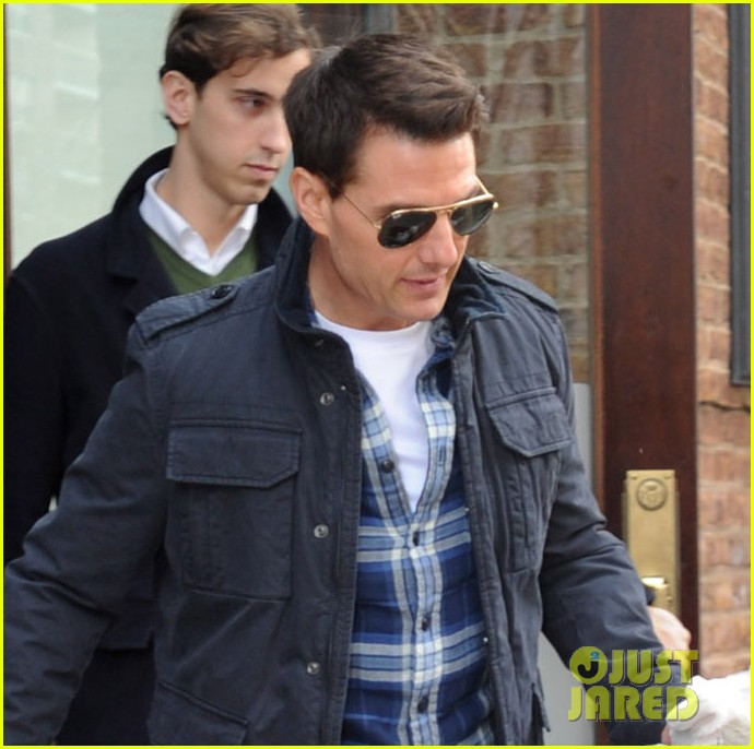 tom cruise suri leave hotel 022610551
