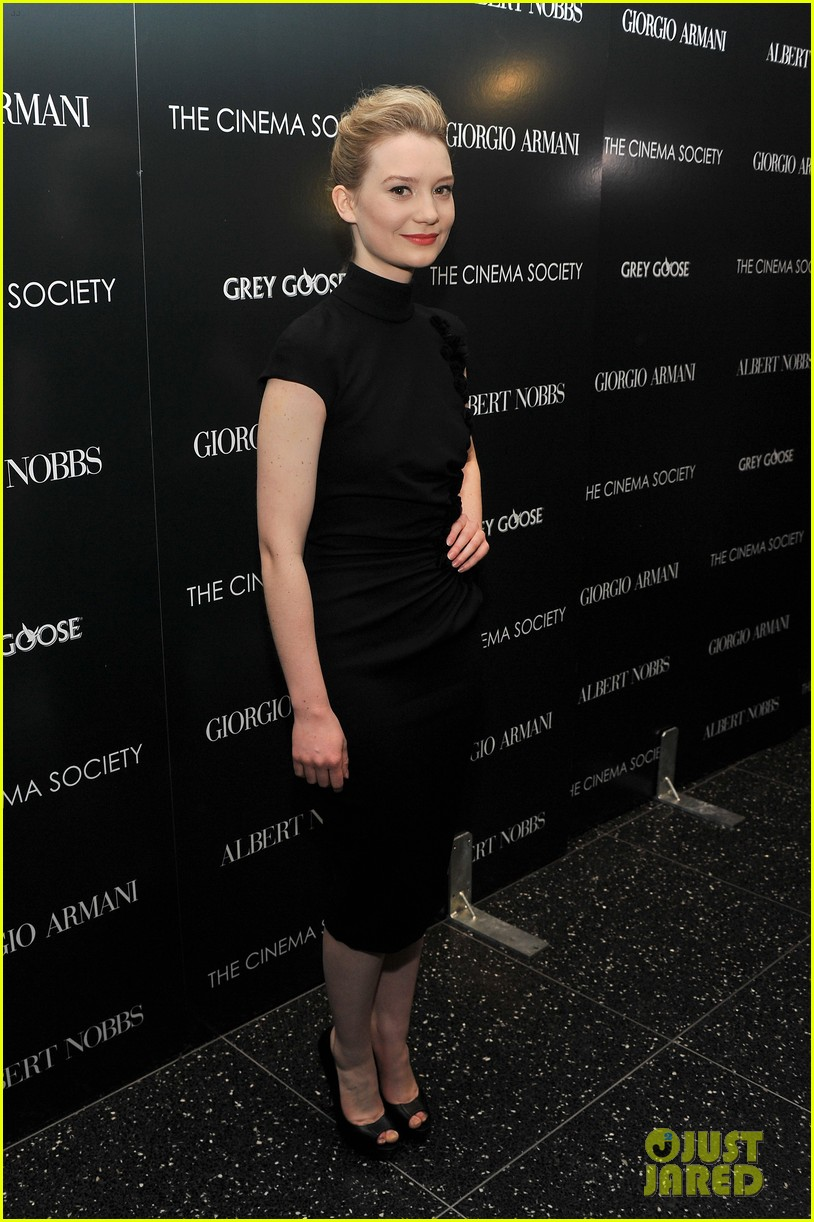 mia wasikowska rose byrne albert nobbs screening 05