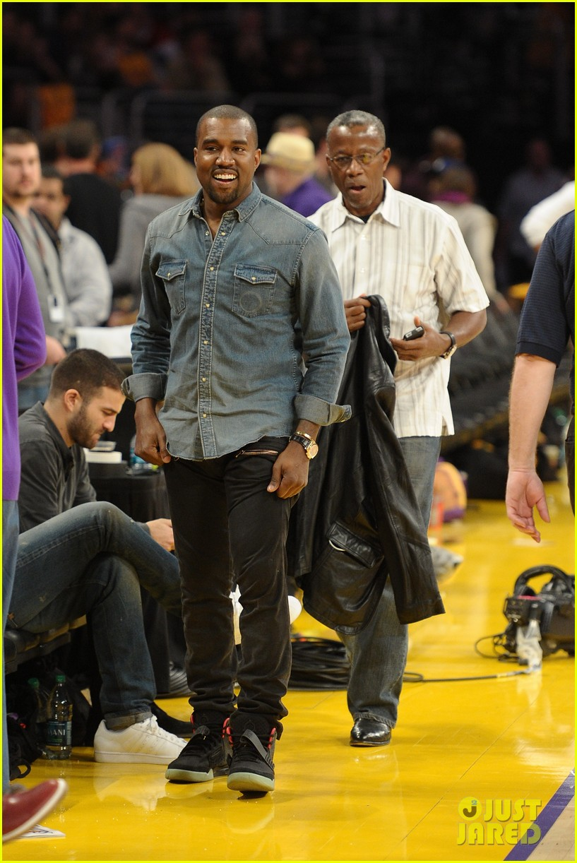 kanye west lakers game with lil wayne 01