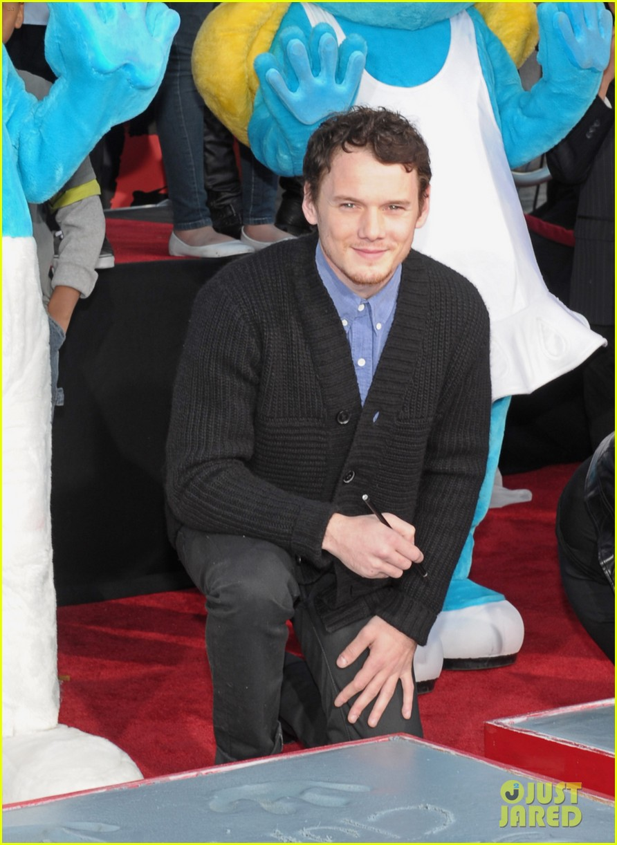 anton yelchin smurfs star 08