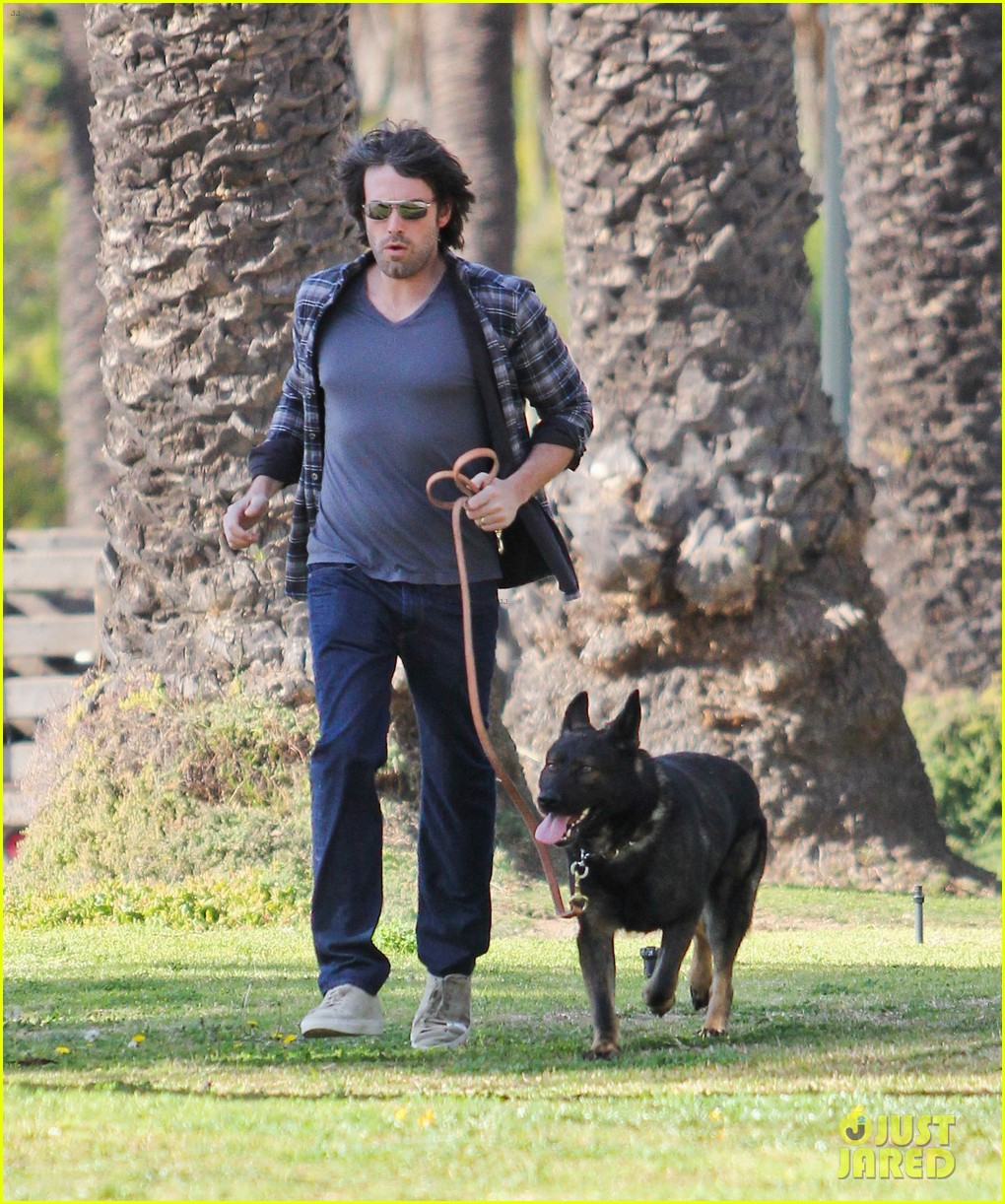ben affleck morning dog jog 102614125