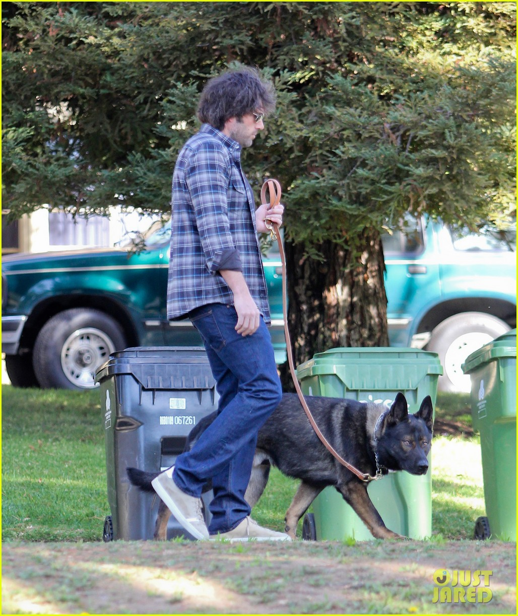 ben affleck morning dog jog 112614126