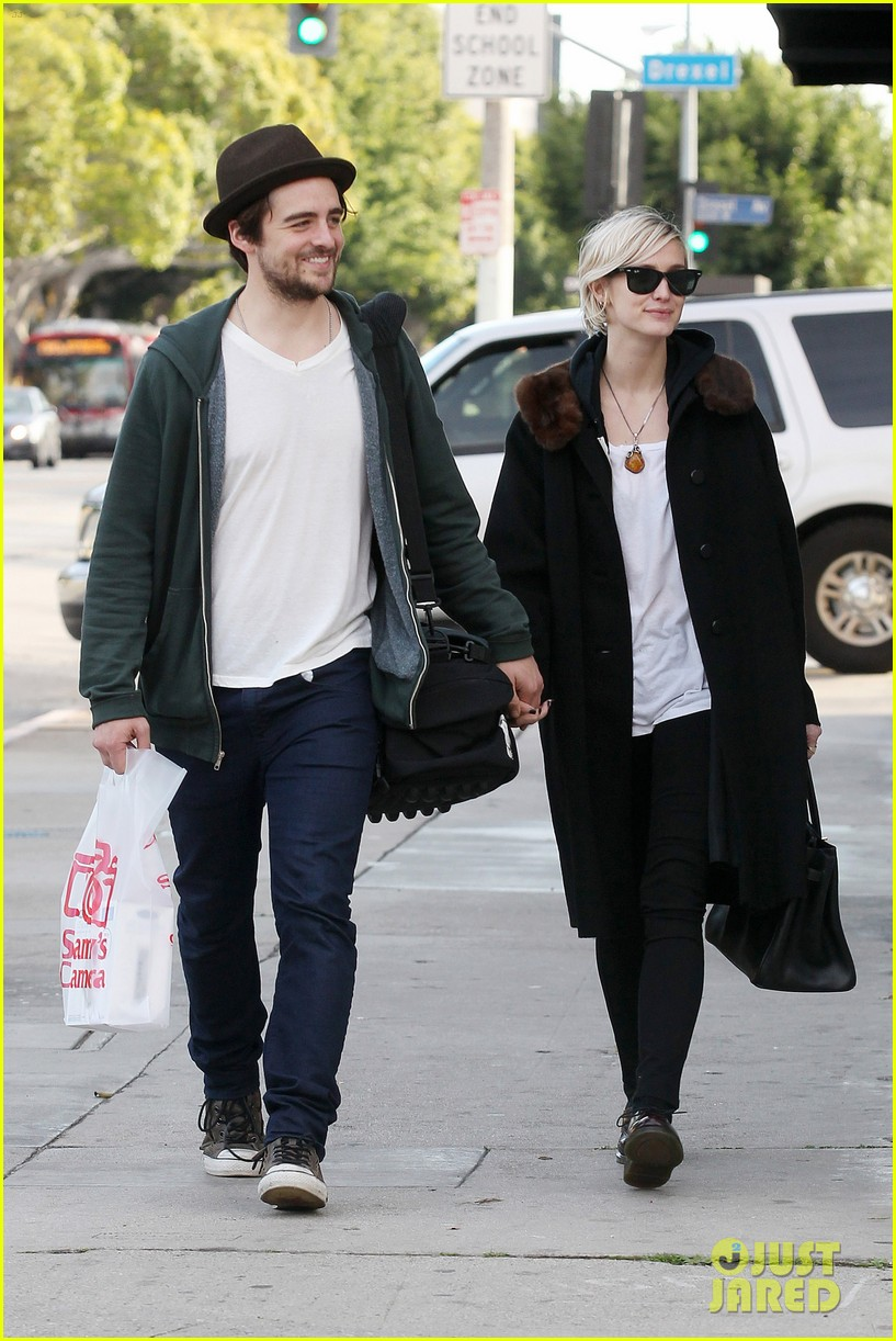 vincent piazza ashlee simpson camera shopping 01
