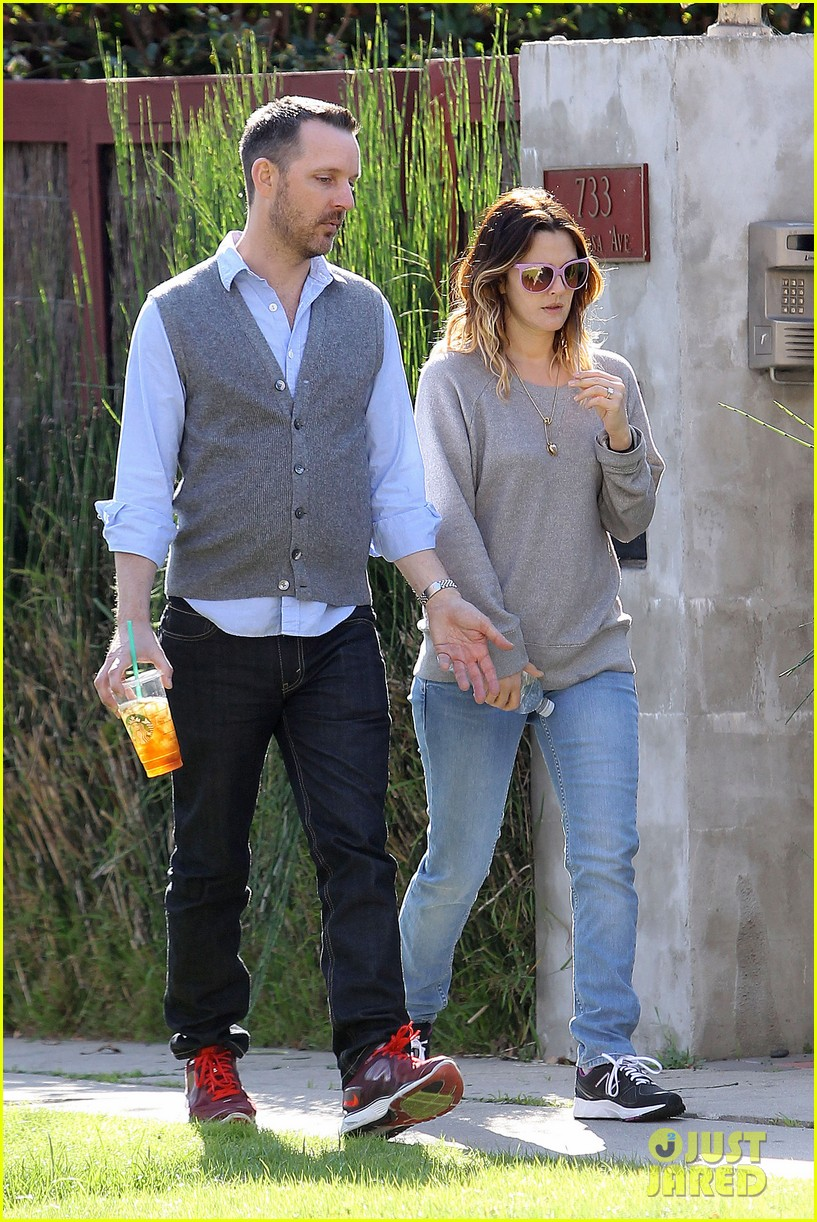 drew barrymore friend starbucks 112619402
