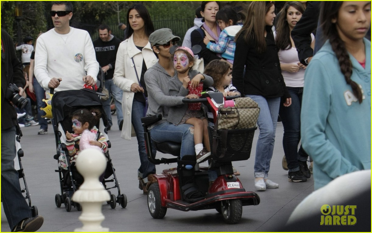 halle berry scooter disneyland 19