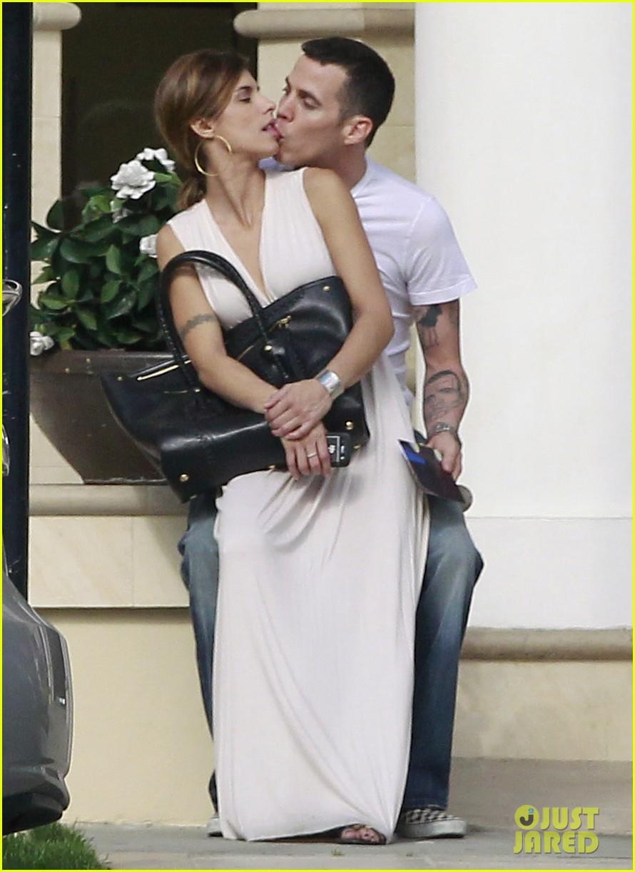 elisabetta canalis steve o kissing2624256