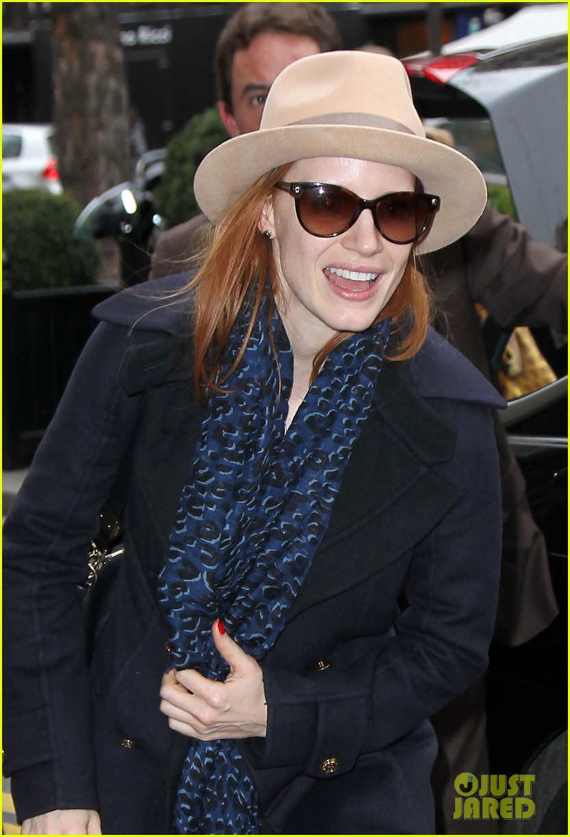 jessica chastain flight paris 03