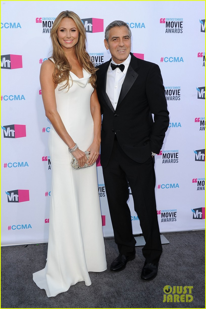 george clooney stacy keibler 2012 critics choice awards 05