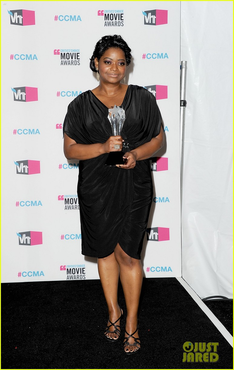 viola davis octavia spencer 2012 critics choice awards 03