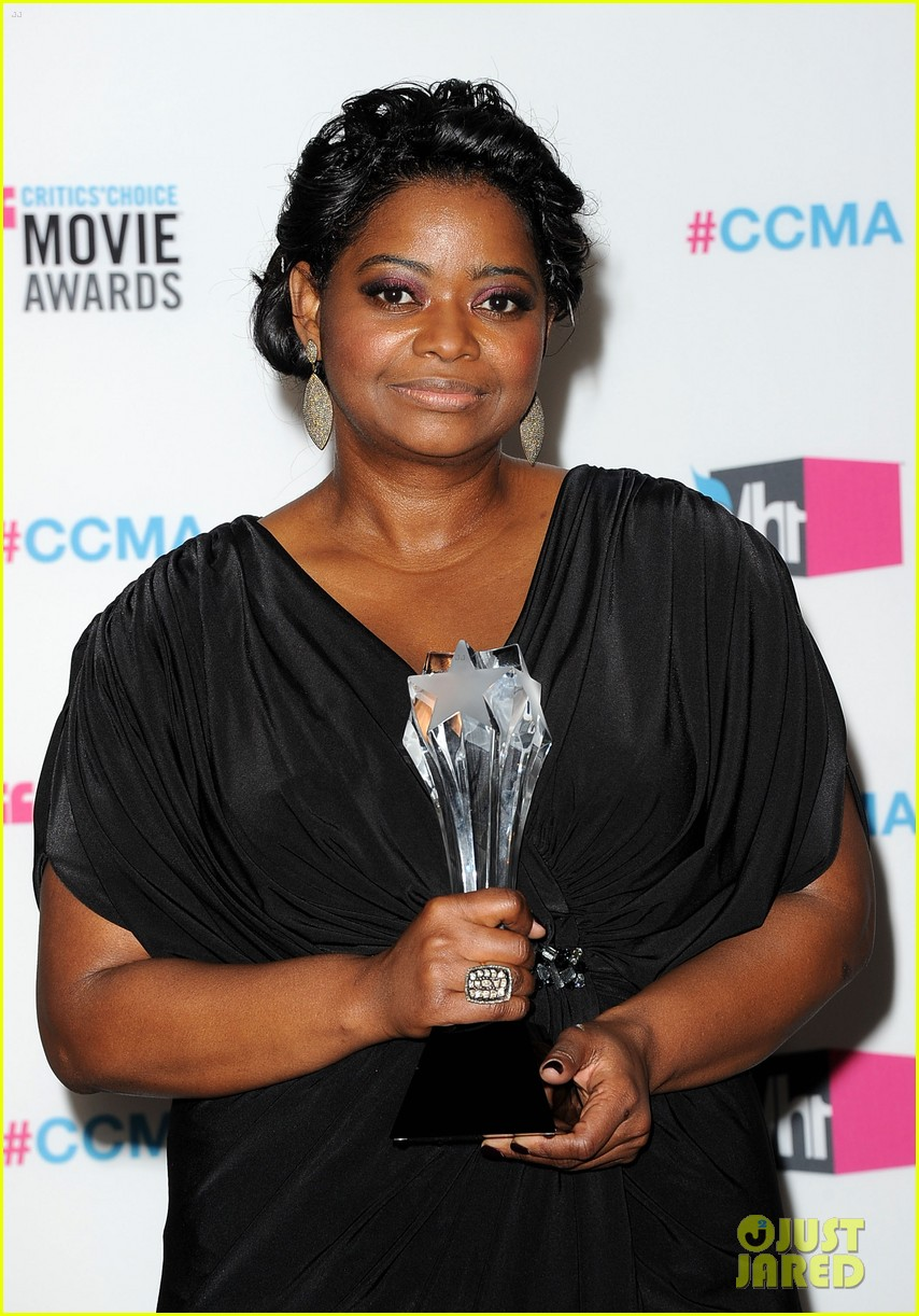viola davis octavia spencer 2012 critics choice awards 07
