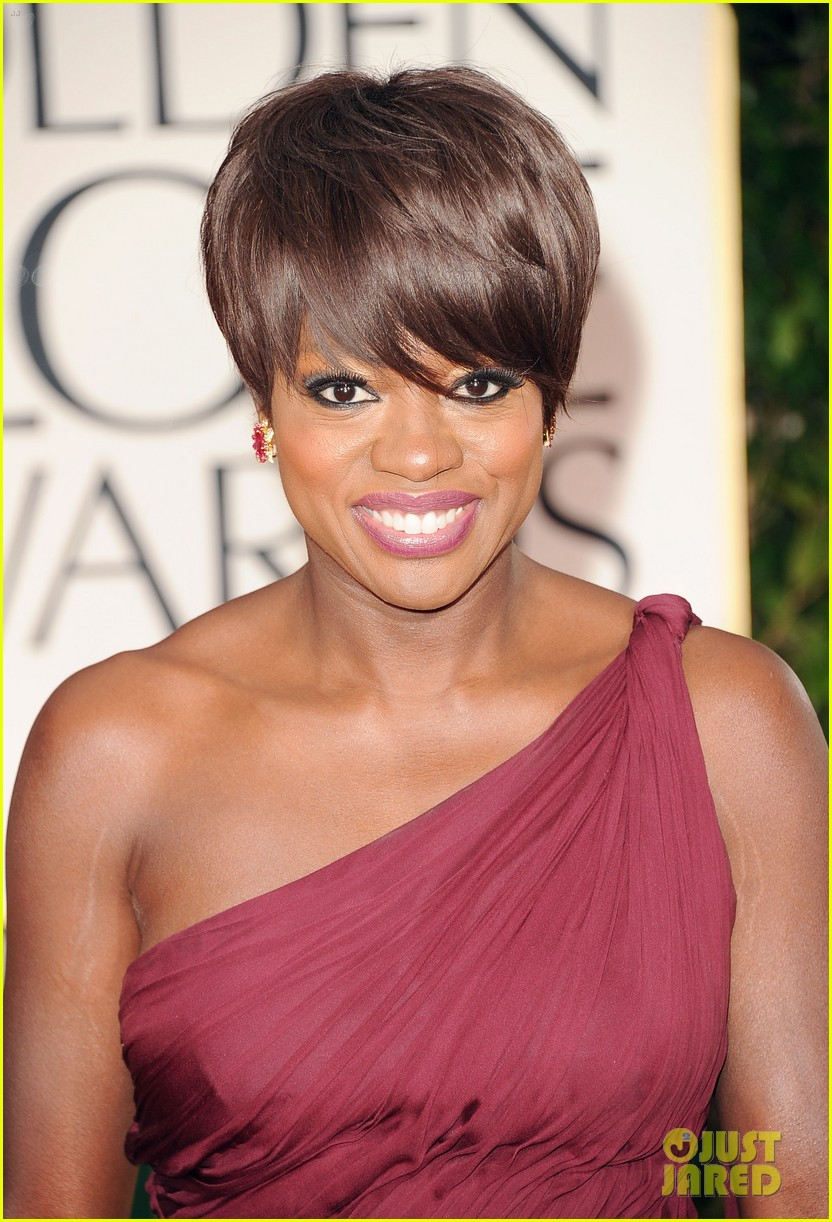 viola davis 2012 golden globes red carpet 03