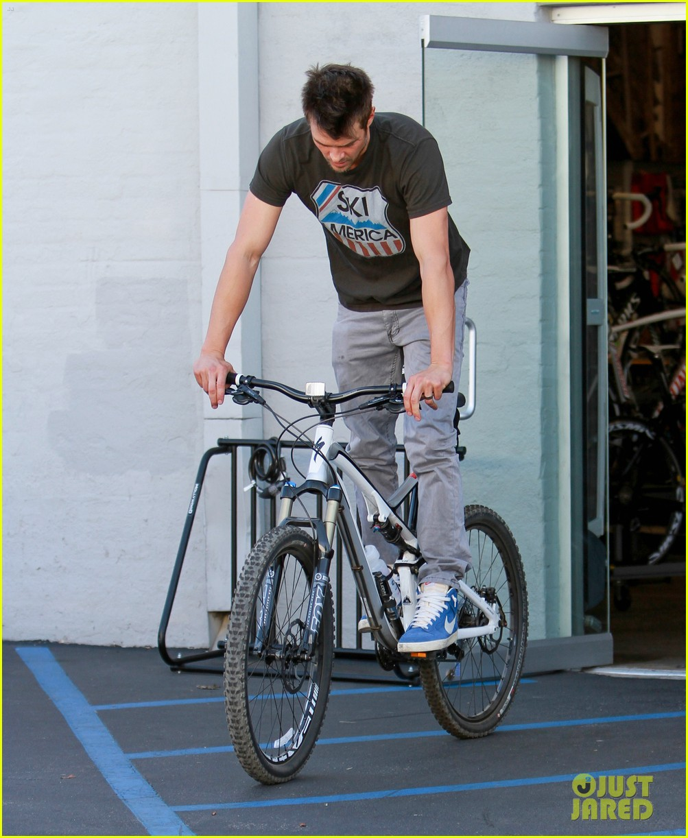 josh duhamel bicycle 09