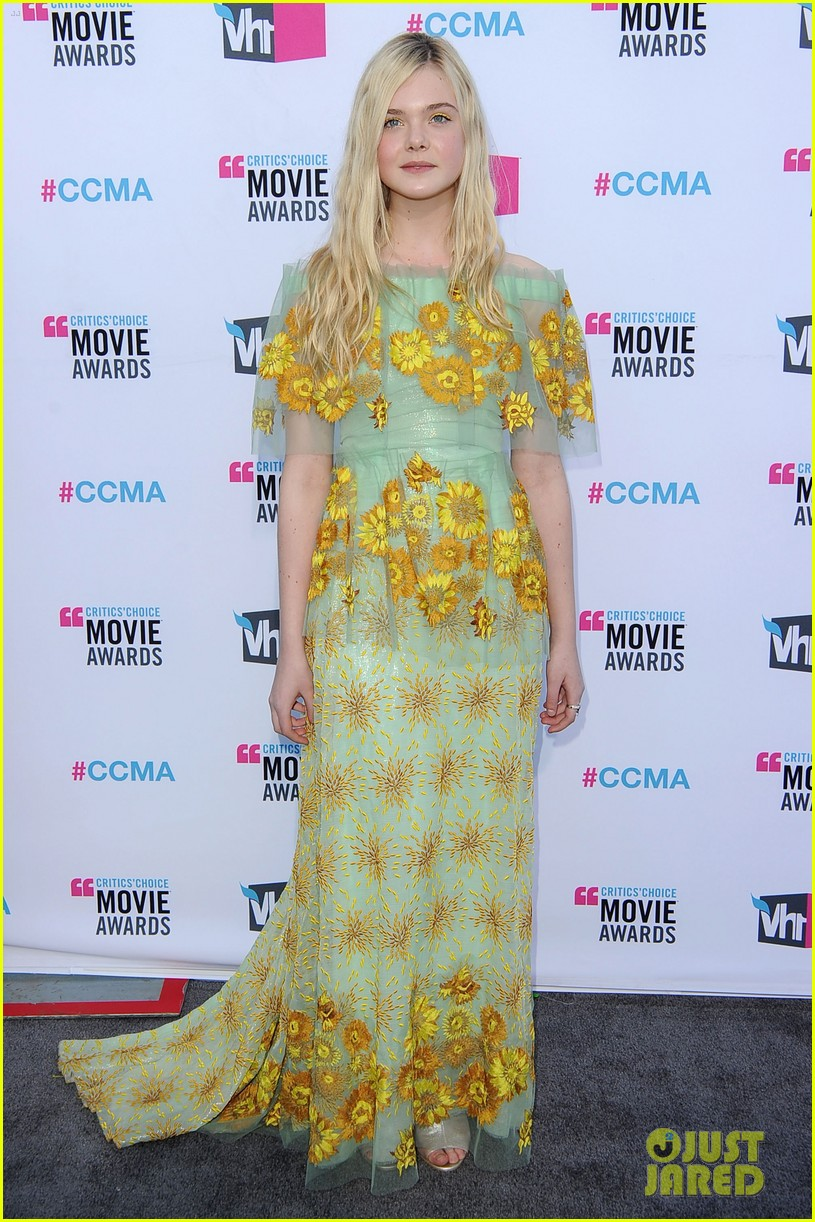 elle fanning critics choice awards 2012 05